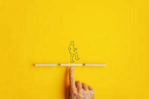 Desenho de homem em equilíbrio.